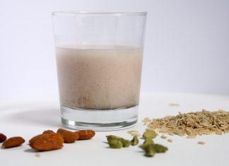 Reismilch-mit-Mandeln-und-Kardamon-laktosefrei-milchfrei-milcheiweiß